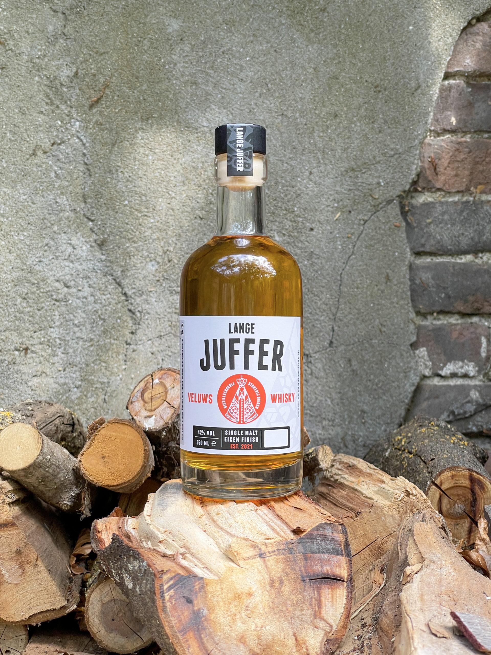 fles lange juffer op hout